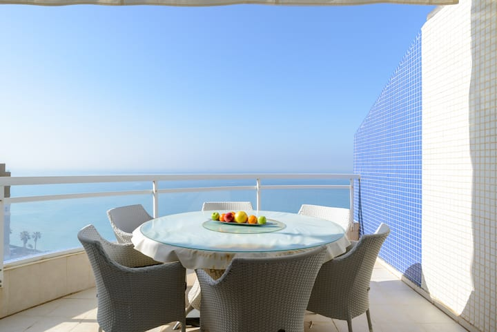 Luxury 4 bedroom Sea View Apartment Netanya