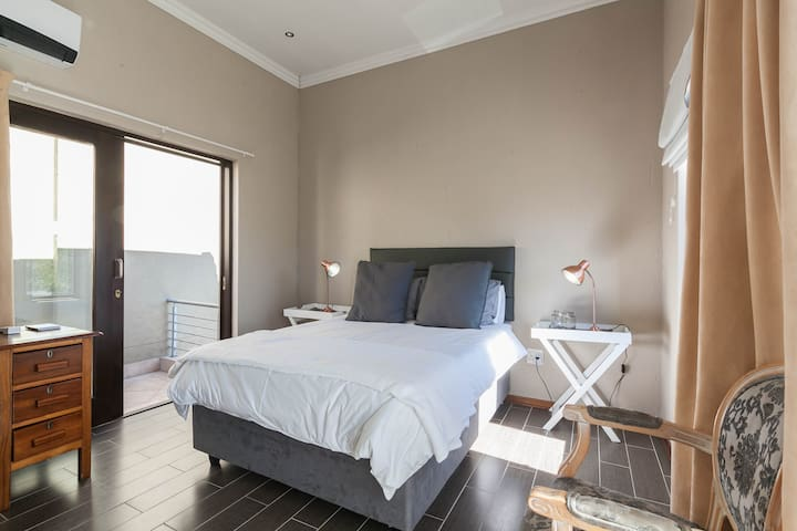 Broadacres Luxury Studio - Sandton - Apartment