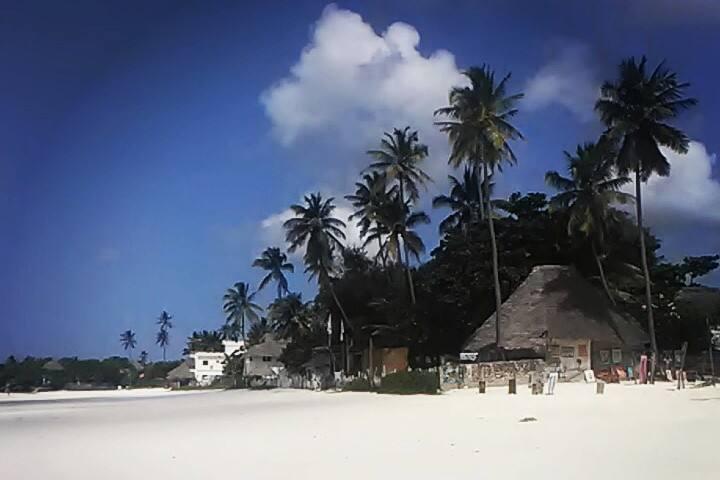 Chilled romantic Zanzibar catered beach holiday