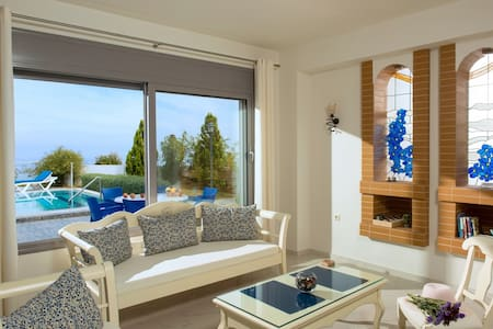Blue modern luxurious family villa, private pool - Koutouloufari - 別荘