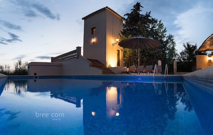 RUSTIC VILLA WITH SWIMINGPOOL and AIRCONDITIONING