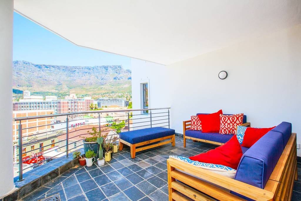 Huge balcony with uninterrupted views of Table Mountain. Enjoy your morning coffee or evening sundowner with a view.