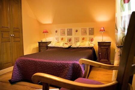 Chambres d'hôtes en suite pour 4 Aubépine - Formigny - 宾馆