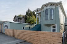 Grand 4 BR/2BA Victorian Home Minutes to SF
