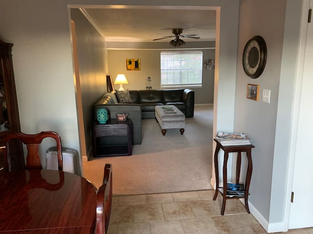Convenient Location/Quiet Condo in Vestavia Hills.