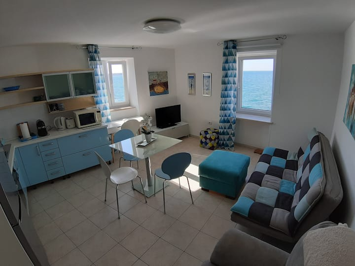 Piran, charming apartment  in front of the sea !