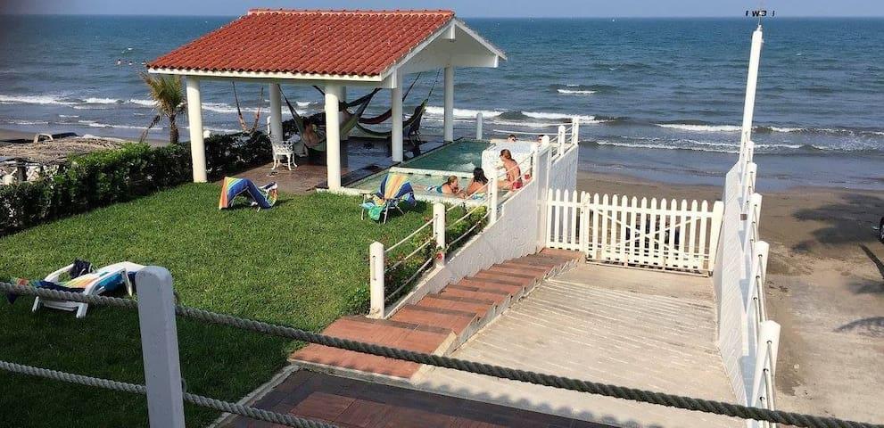 Casa sobre la Playa y el Mar. Un Paraíso seguro