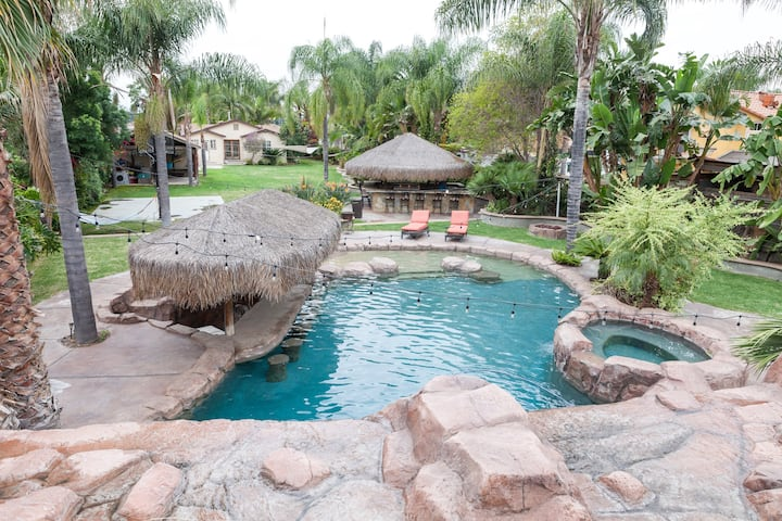 Beautiful Oasis-Centrally Located