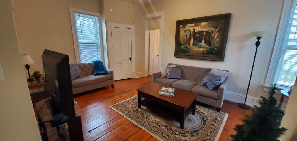 Short North Apartment just steps from ~EVERYTHING!