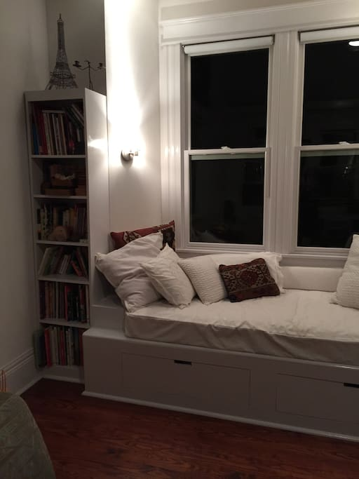 Reading alcove / single bed (linens below).
