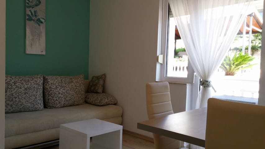 Rent Apartment close to Split center 3 Pax - Podstrana - Bed & Breakfast