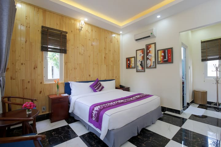 King Bed Room for Couple on Feb