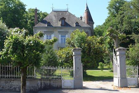 OLD FAMILY HOME in LIMOUSIN - Mézières-sur-Issoire - House