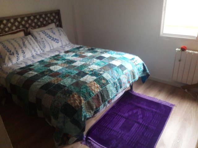 Dormitorio comodo limpio y bonito.