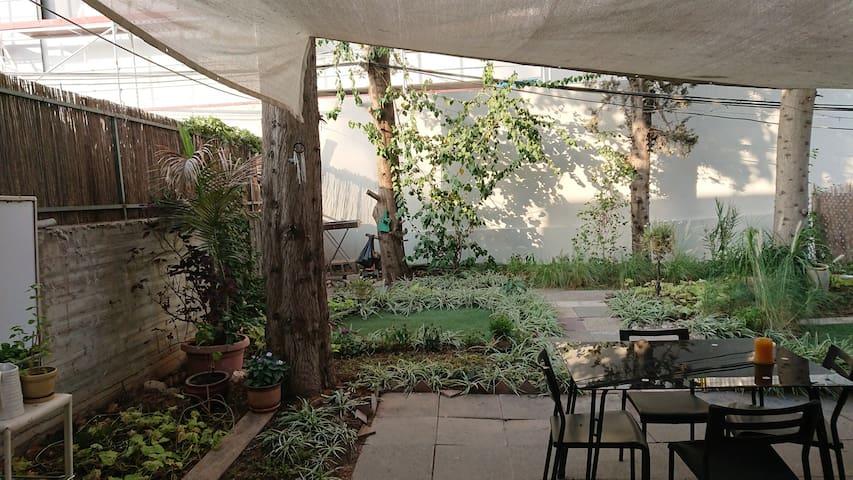 Nice private room with garden near Assuta