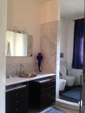 camera da letto con bagno privato - Via Mantova - อพาร์ทเมนท์