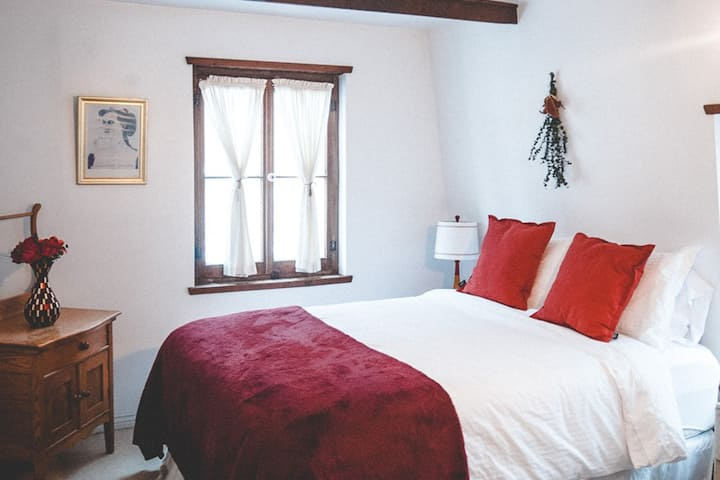 Rustic Cottage ♥ Cozy Room ♥ 30 min from Old Qc