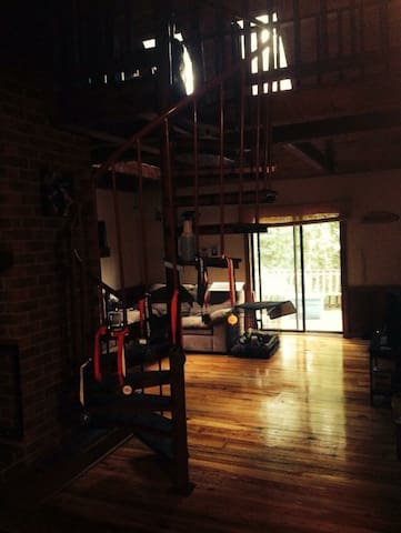 Close to everything-Cabin loft home