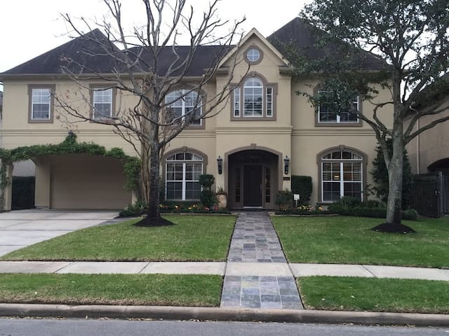 Magnificent Bellaire Home - Bellaire - House