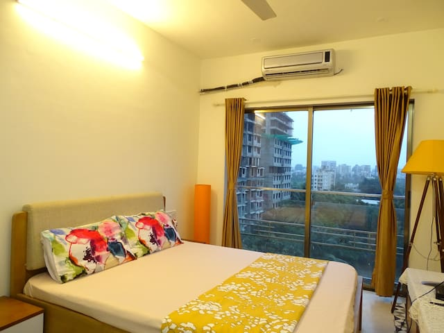 One bedroom apartment with balcony near Upper Juhu