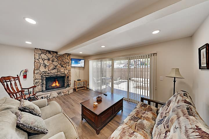 Ski-In, Ski-Out! Updated & Walkable Slope-View Gem