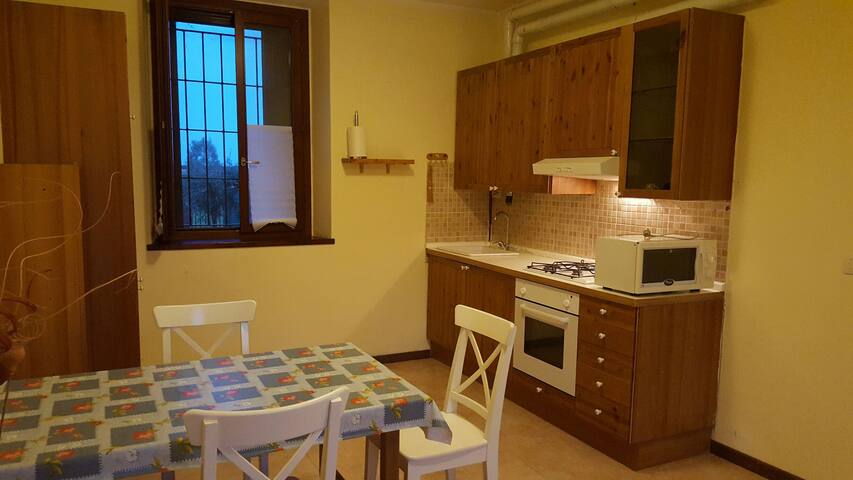 Bilo indipendente in cascina a 2km da Metro M2 - Cascina Pignone - Apartment