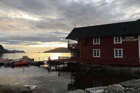 Rorbuda - Herøy Kystcamp