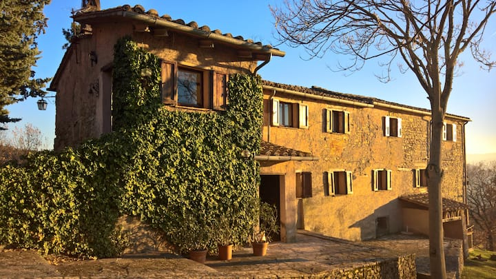 Farmhouse w/ private pool, scenic views in Umbria
