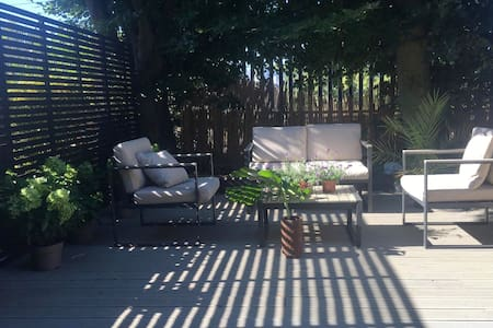 Modern 1 bed Flat with outdoor area