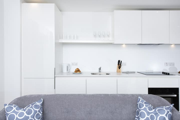 Chic 2BR Apartment - Great for City Views