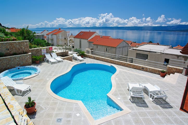 1BR for 4✶sea view✶swimming pool✶parking