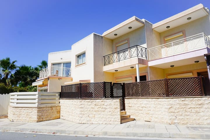 Villa Irene in Pyrgos, Limassol -Pool, Tennis Court - 30 meters from the beach