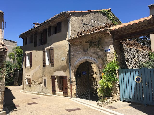 Provençal townhouse in pittoresk village