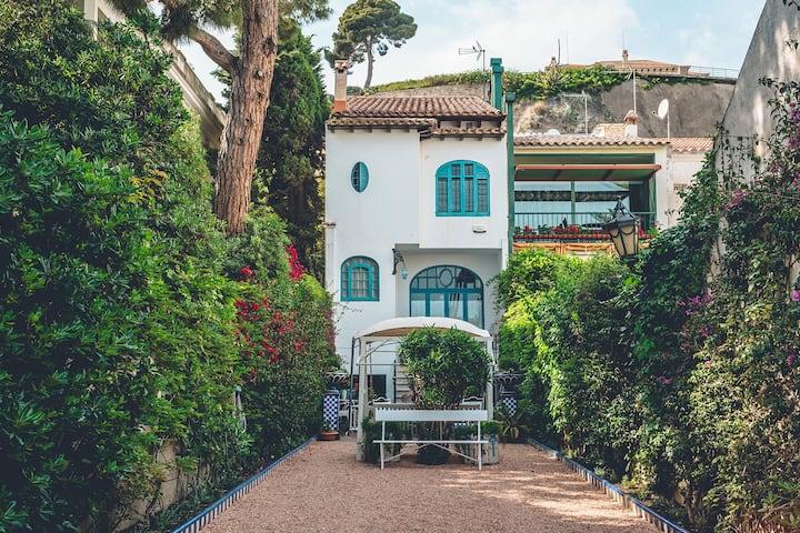 Preciosa casa modernista frente al mar