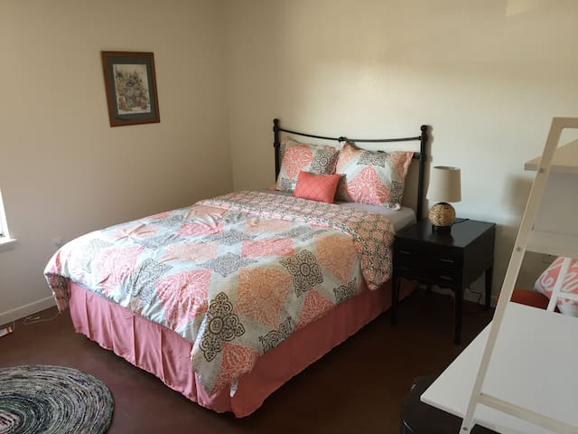 Next to SW Med Ctr-1 Bed apartment