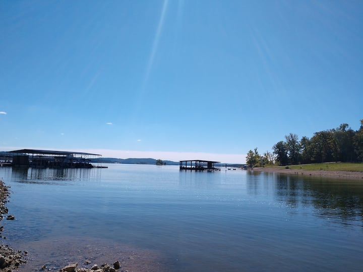 Wonderful Waterfront 1 BR Cabin - at Indian Point!