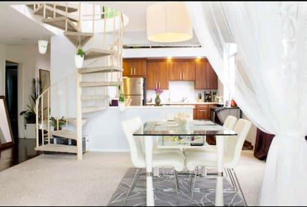 Contemporary living-1 guest bdrm - Los Angeles - Loft