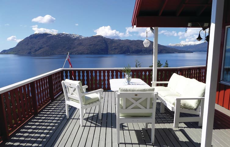 Holiday cottage with 4 bedrooms on 88 m² in Kysnesstrand