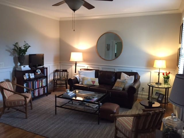 Charming 5 Points Townhouse-clean, cozy and quiet. - Raleigh - Wohnung