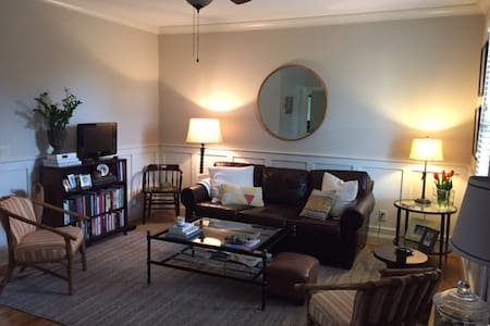Charming 5 Points Townhouse-clean, cozy and quiet. - Raleigh