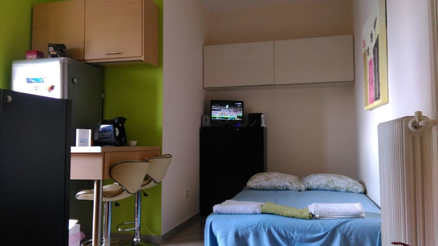 Modern Studio next to ferry & train - Patra - Apartment