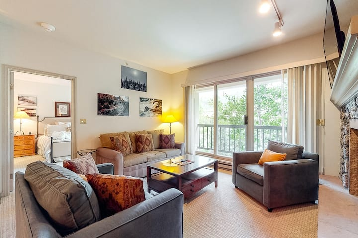 Ski-in/out condo w/ private washer/dryer, WiFi, fireplace & shared pool/hot tub!