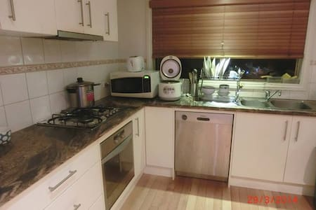 Warm and quite hostel home in Mitcham VIC