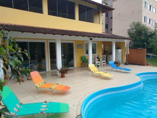 Confortável casa de campo com piscina no centro