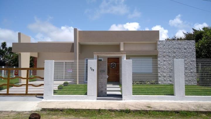 Belíssima Casa em Atlântida fora de condomínio