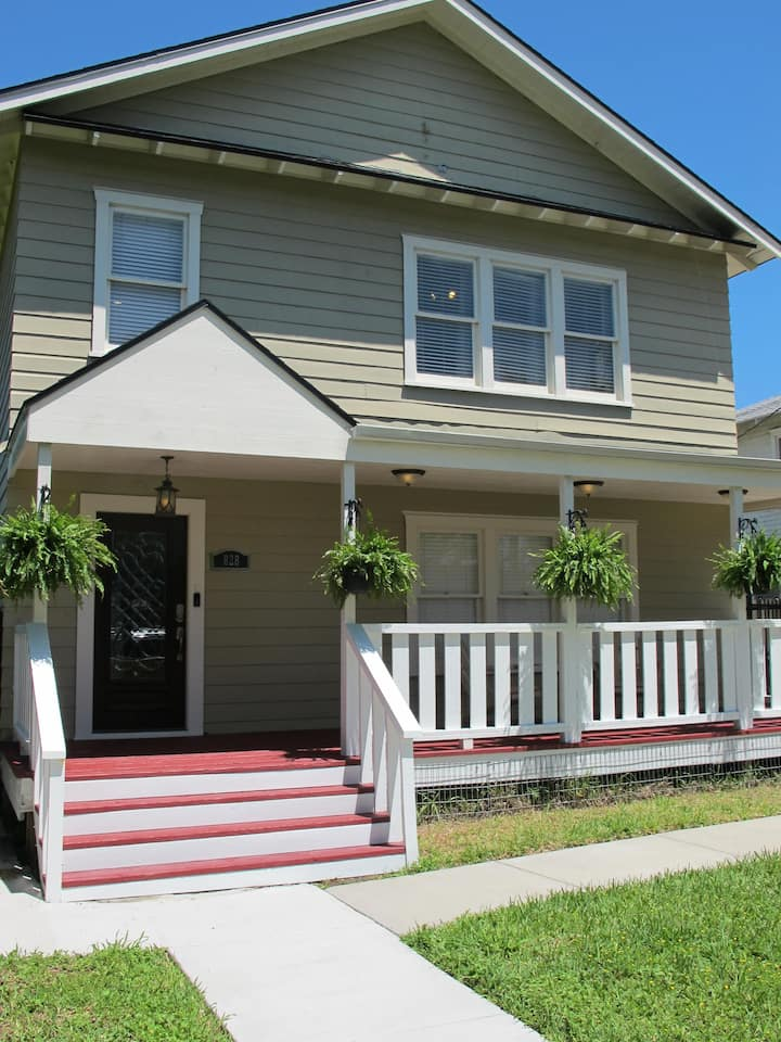 Spacious 2BR Duplex, 3 blocks from beach/Shoreline