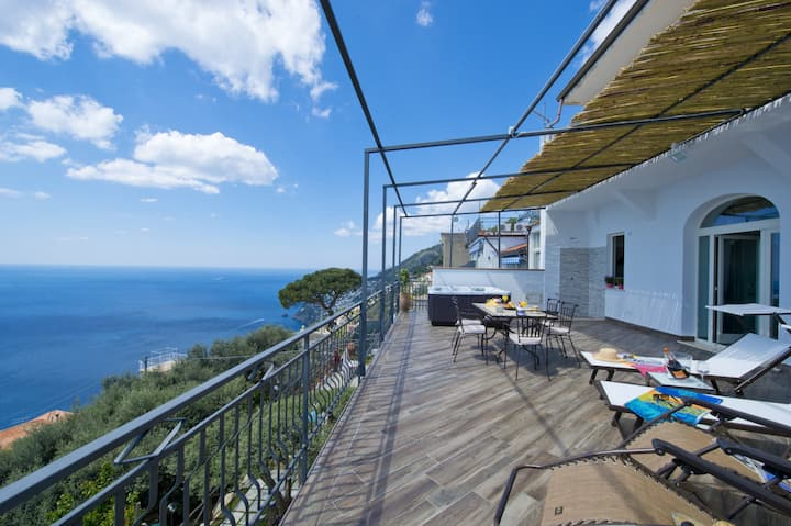 IL CENTRO, TERRACE WITH JACUZZI AND SEA VIEW