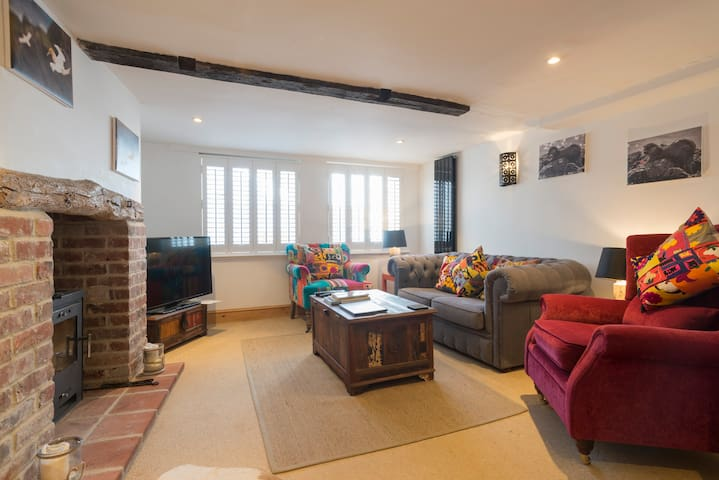 Ship Cottage, Blakeney: a few steps from the sea