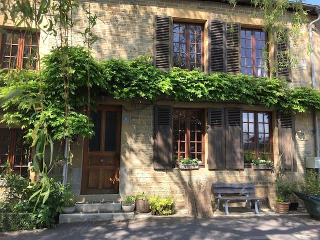""""""" Chez Grand-mère Hélène """""""