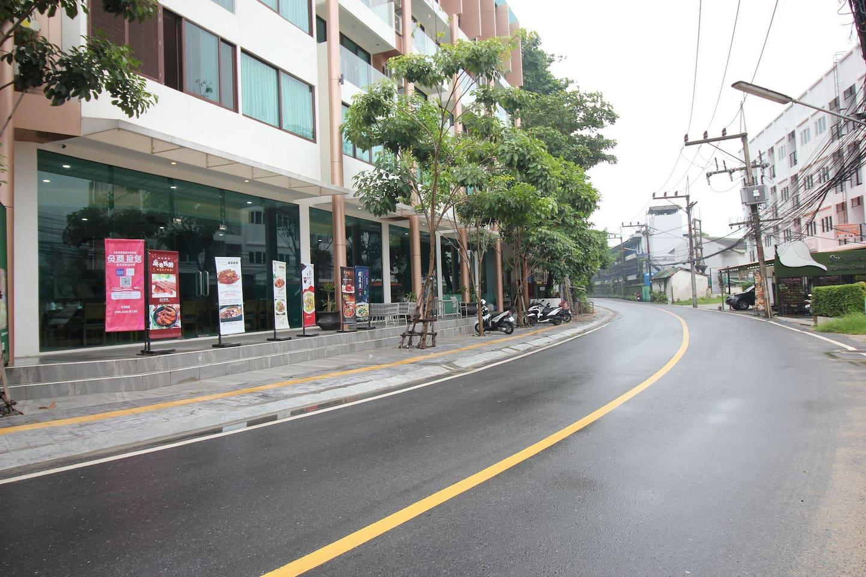 Building main street leading to Kamala Beach, 600 meters just 7 minutes walk.